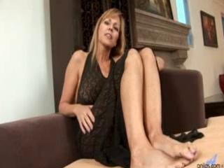 cougar d like to fuck nicole moore sucks and