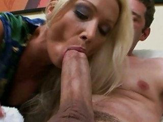 sexy euro mommy wamts threesome large american