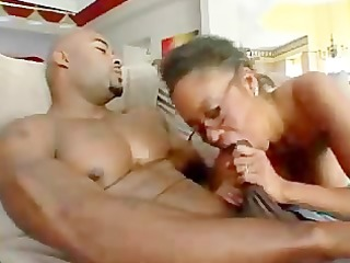 jeannie pepper fucked on da trainer