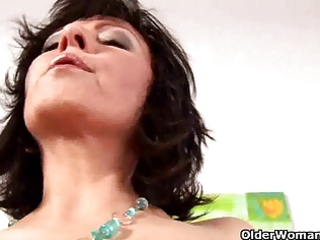 moist mature housewife jane gives her cunt a treat