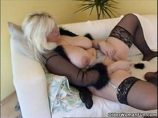 chubby housewife in nylons plays with recent sex