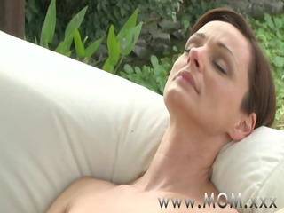 mommy lesbo milf\&#760_s having orgasms
