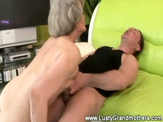 mature amateur granny wet crack drilled by boy