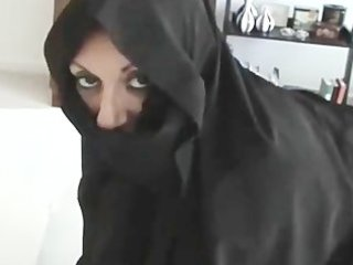 iranian muslim burqa wife gives footjob on yankee