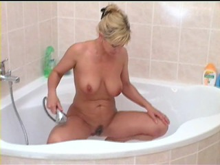 slutty mother i plays in the shower