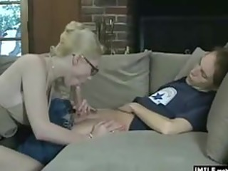 enjoyable mother i gives a nice oral-stimulation
