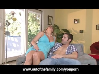 daughter watches her mama receive wazoo drilled