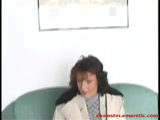 older gives public head & show cunt